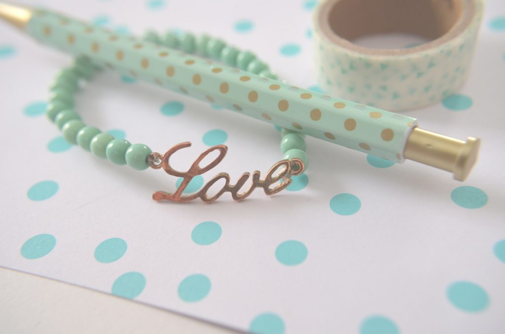 love-bracelet-pen-with-polka-dots-washi-tape
