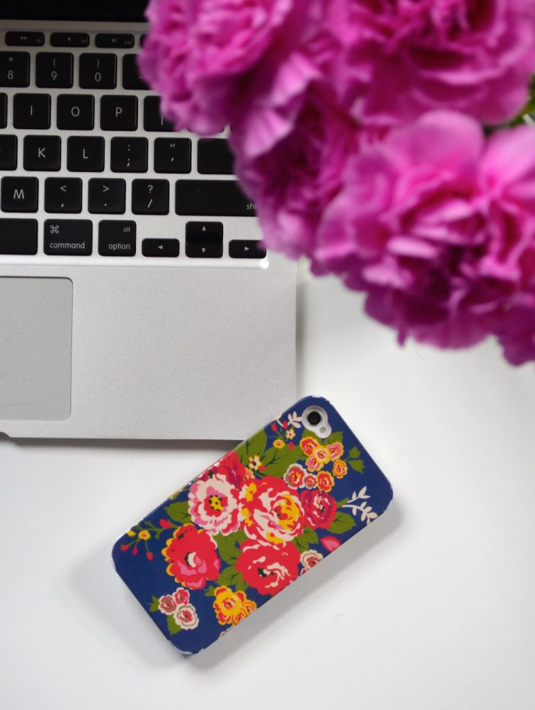 iphoneandlaptopwithpinkflowers