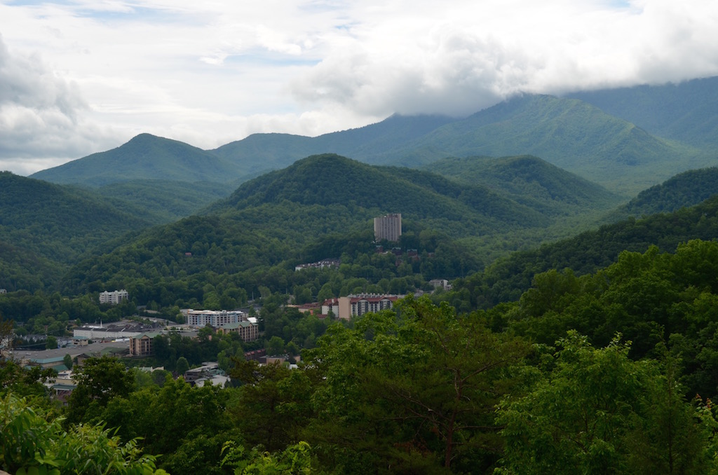 Gatlinburg with family hiking pigeon forge poison ivy for Privately owned cabins in the smoky mountains