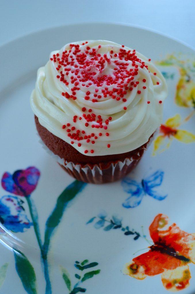 cupcakeonplateupclose